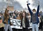Hollande sube el sueldo a los funcionarios para aliviar la protesta