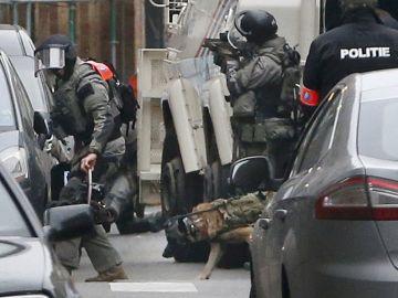 La policía belga detiene al yihadista huido del ataque de París Salah Abdeslam