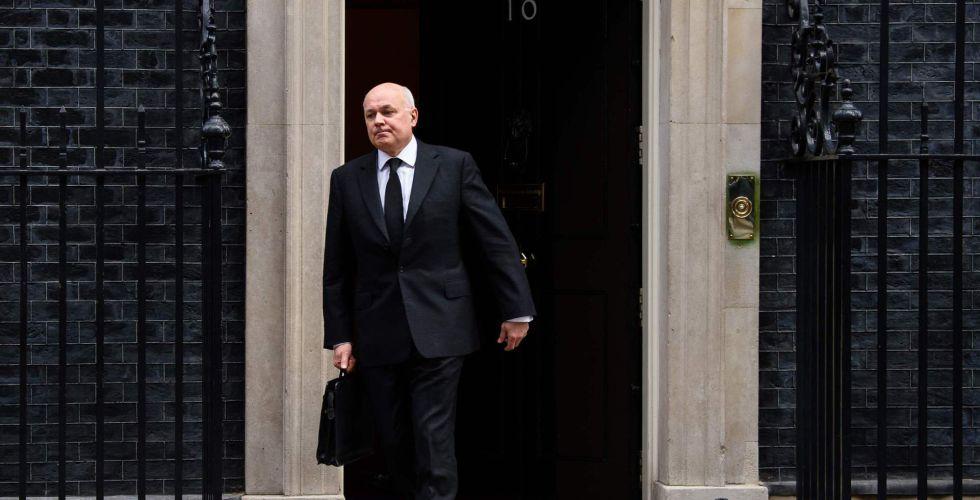 El ministro de Trabajo británico, Iain Duncan Smith, sale de Downing Street esta semana.