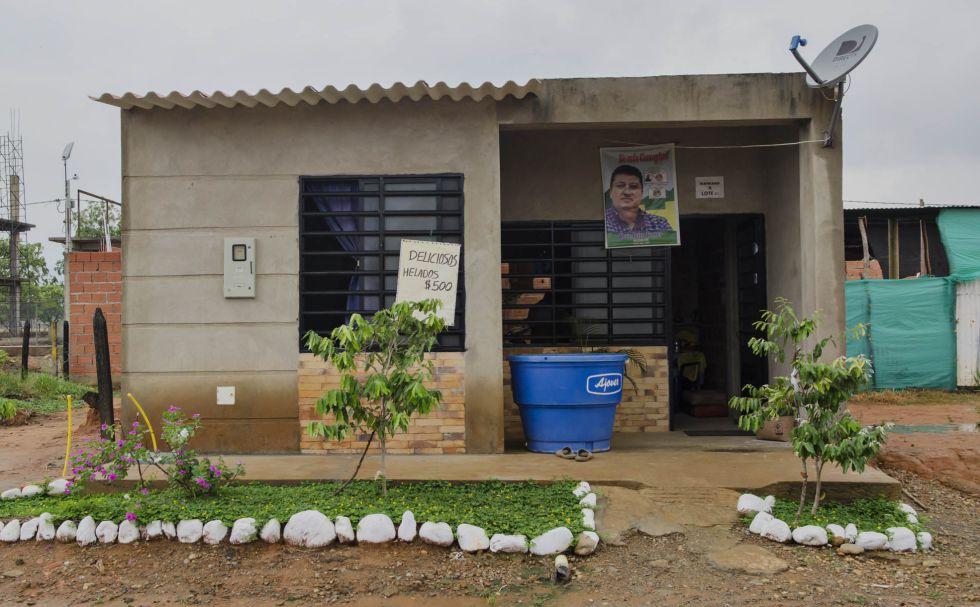 La imagen del alcalde está presente en la mayoría de viviendas del proyecto por el que hoy la justicia lo cuestiona.