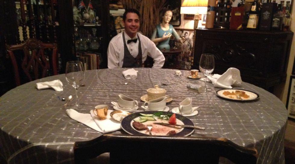 Mely en la mesa donde cenaron los Obama, una hora después de que se marchasen.