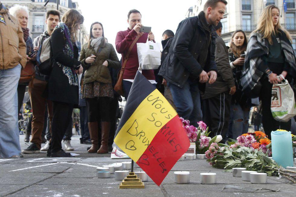 Los bruselenses homenajean a las víctimas de los atentados.