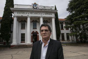 El funcionario frente al edificio insignia del predio convertido en Centro Cultural por Néstor Kirchner en 2004.