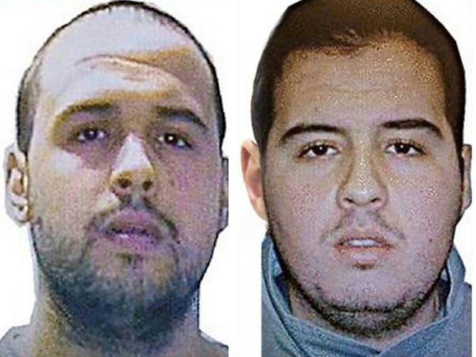 Los hermanos Jalid y, a la derecha, Ibrahim El Bakraoui. El primero hizo estallar un artefacto explosivo en la estación de metro de Maelbeek y el segundo se inmoló en el aeropuerto de la capital belga.