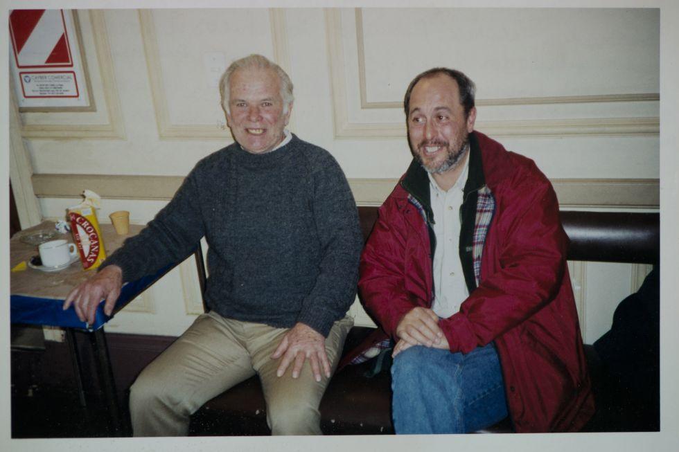 Julio López junto a Gustavo Calotti, un sobreviviente de la trágica