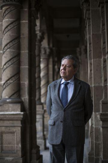 Porfirio Muñoz Ledo, fotografiado en su oficina en la Ciudad de México.