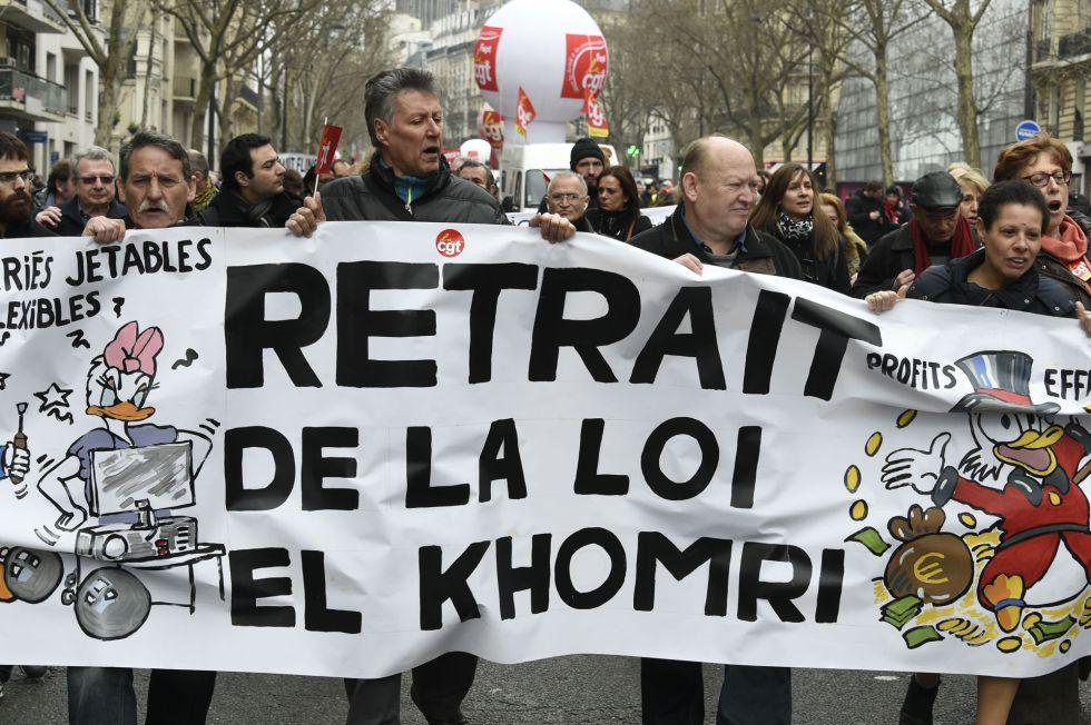 Manifestantes en contra la reforma laboral, en París.