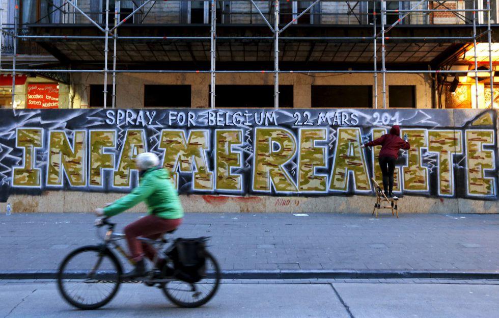 Un grafiti en Bruselas en homenaje a las víctimas de la matanza.