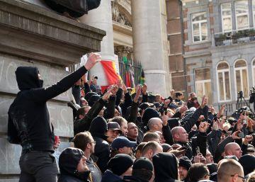 Enfrentamientos entre la policía y los ultras en un homenaje a las víctimas