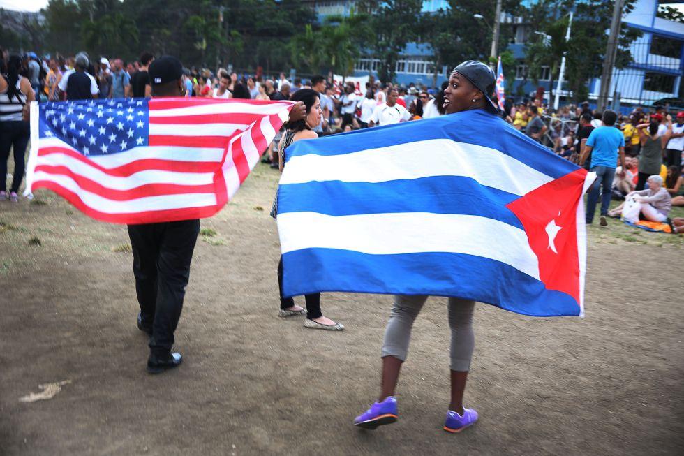 Banderas de EE UU y Cuba en el concierto de los Rolling Stones en La Habana