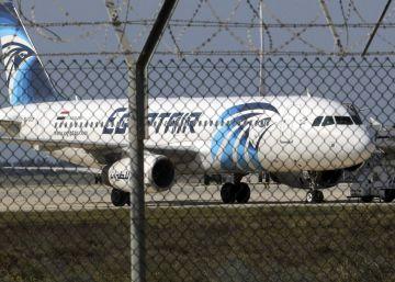 Liberados casi todos los pasajeros del avión egipcio secuestrado