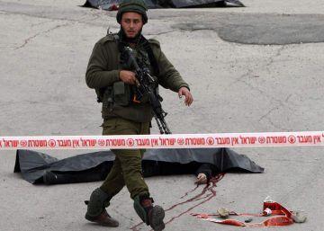 Un soldado israelí remata con un tiro en la cabeza a un atacante palestino