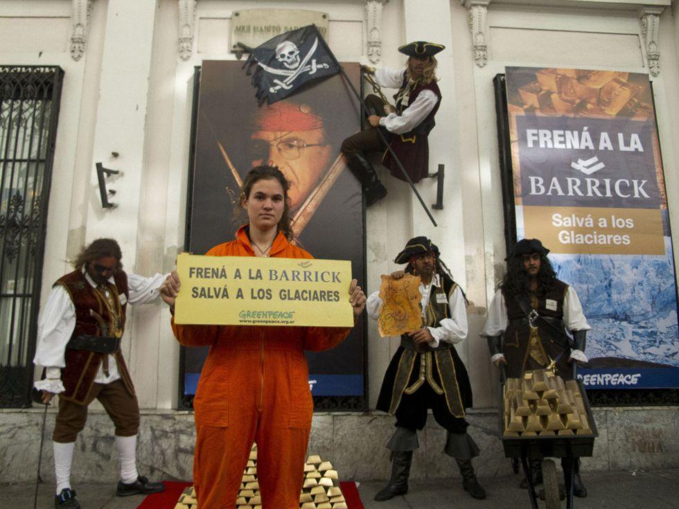 Marcha de Greenpeace frente a la Casa de San Juan.