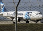 Homem sequestra avião no Egito, mas é preso após libertar os reféns