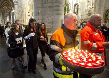 Los belgas evocan a las víctimas de los atentados en una emotiva misa