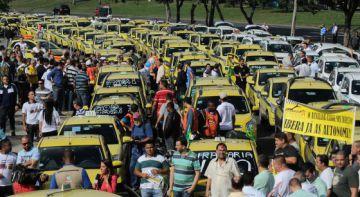Marcha de taxistas contra Uber en Río de Janeiro