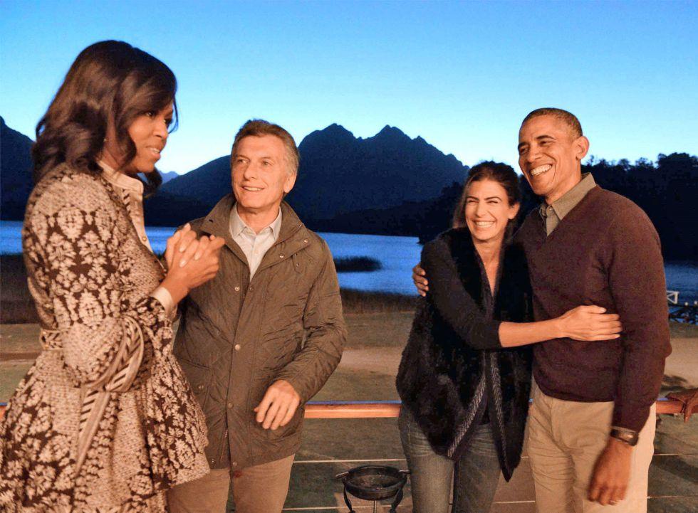 Los presidentes y las primeras damas con el Nahuel Huapi de fondo.