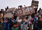 La improvisación marca las primeras expulsiones de refugiados de la UE