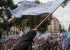 Maestros argentinos realizan la primera huelga contra Macri