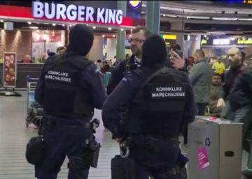 La policía toma el aeropuerto de Ámsterdam y practica un arresto
