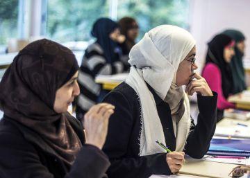 Valls defiende que se prohíba llevar el velo en la universidad en Francia