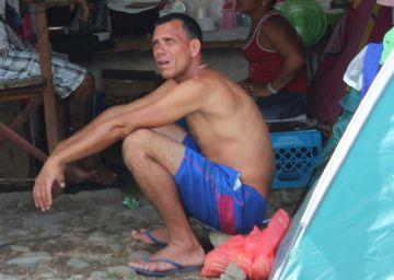 Cientos de migrantes cubanos ingresan por la fuerza a Costa Rica
