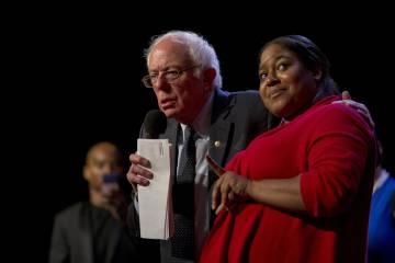 Bernie Sandersen un acto de campaña con Erica Garner en Harlem