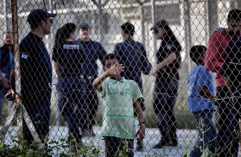 Un niño este jueves en el campo de detención de Moria, en la isla griega de Lesbos.