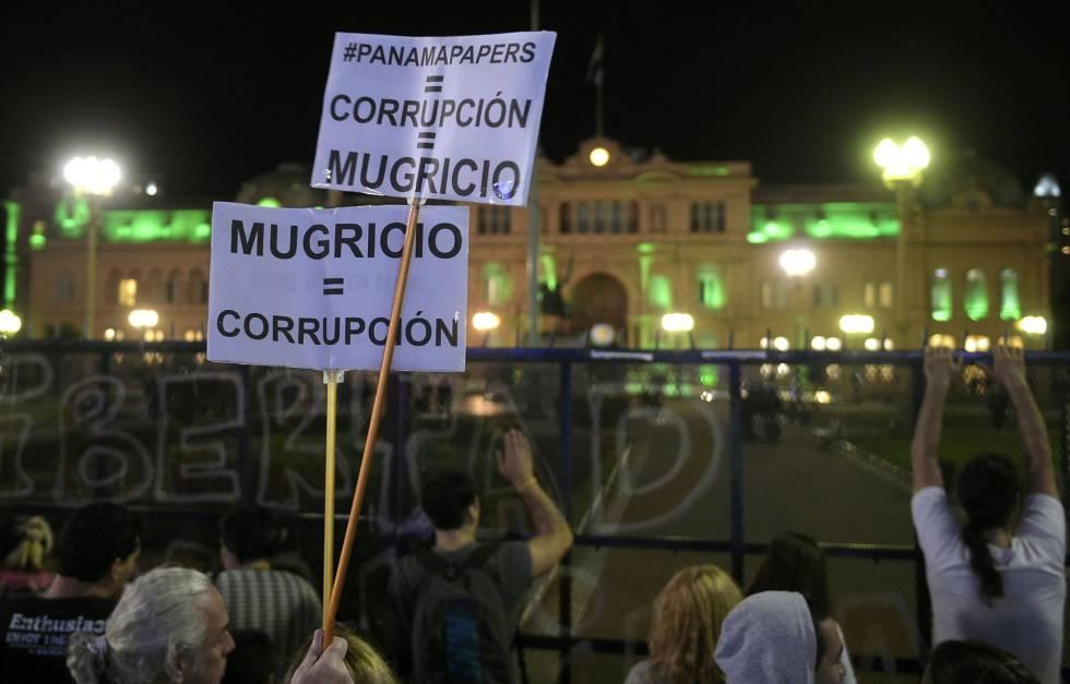 Macri anuncia medidas sociales para frenar las protestas por el ajuste
