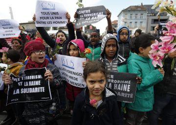 Bruselas se echa a la calle por primera vez tras los atentados
