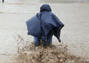 Santiago de Chile, en emergencia por inundaciones y cortes de agua