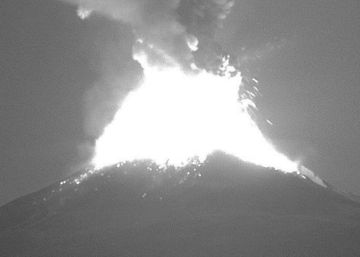 Las explosiones del Popocatépetl cubren a Puebla de ceniza
