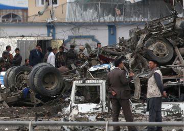 Los muertos por el atentado de Kabul se elevan ya a 64