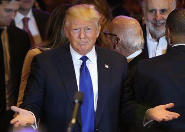 Clinton y Trump rozan la nominación con su popularidad en mínimos