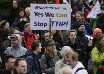 Gran protesta en Alemania contra el acuerdo comercial entre la UE y EEUU