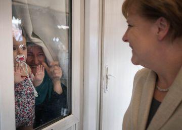 Merkel visita una Turquía que ejerce de guardián fronterizo de la UE