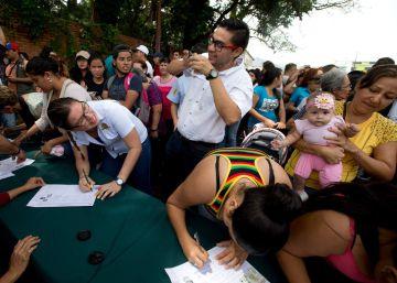 La oposición teme que la semana laboral reducida frene la consulta sobre Maduro