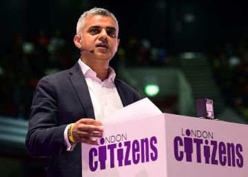 Britain's Labour party candidate for London Mayor Sadiq Khan speaks during a London Mayoral Accountability Assembly in the Copper Box Arena at the Queen Elizabeth Olympic Park in east London, on April 28, 2016.  Elections for the next mayor of London are set to be held in May to decide who should follow current Conservative Mayor Boris Johnson, one of Britain's best-known politicians, into City Hall. While the mayor of London has fewer powers than in comparable world cities such as New York, it is a high-profile job which usually attracts ambitious figures.  AFP PHOTO  LEON NEAL