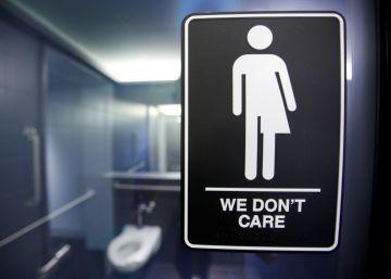 La ley anti-LGTB de Carolina del Norte viola los derechos civiles, según Justicia