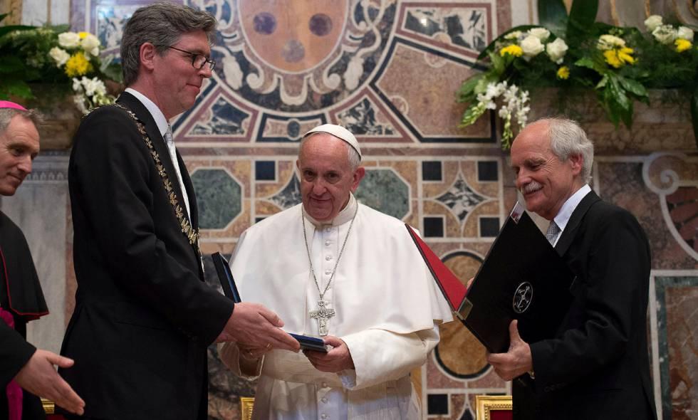 El papap Francisco recibe el premio Carlomagno este viernes en el Vaticano.