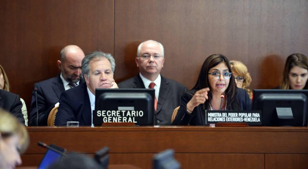 Luis Almagro, secretario general de la OEA, y la canciller venezolana Delcy Rodríguez.