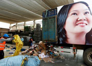 Fujimori refuerza su populismo con medidas conservadoras