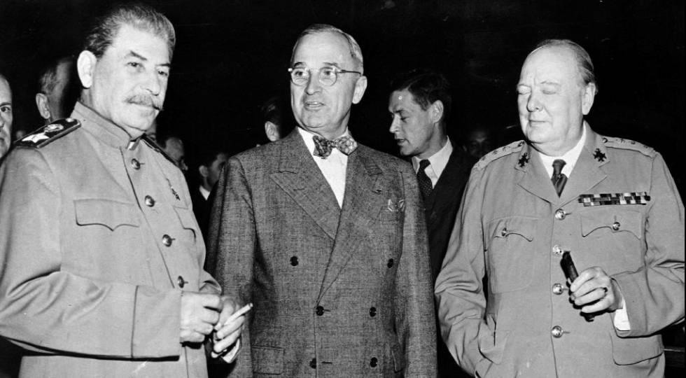 El líder soviético, Josef Stalin, el presidente norteamericano, Harry Truman, y el primer ministro británico, Winston Churchill, en 1945 en Berlín.