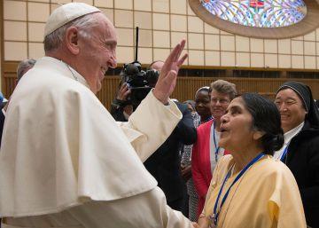 El Papa abre la puerta a que las mujeres sean diácono, casen y bauticen