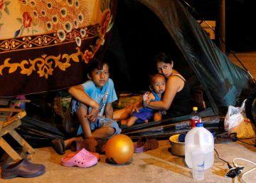 Más de 70.000 ecuatorianos siguen sin hogar un mes después del terremoto