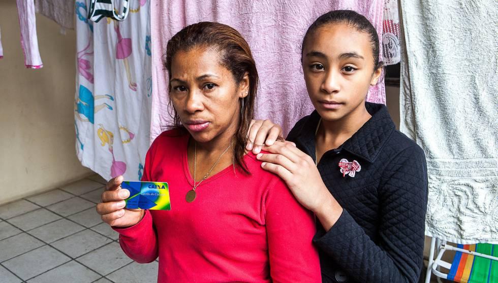 Vilma Gomes y su hija Kamilly, beneficiarias del programa.