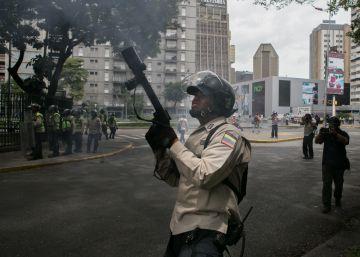 """ONG de derechos humanos denuncian """"ruptura del orden constitucional"""" en Venezuela"""