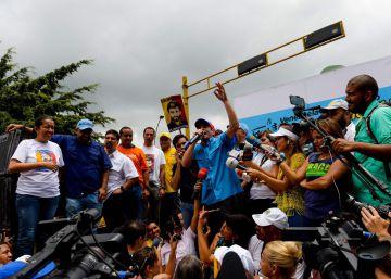 La Policía bloquea la marcha en contra del Gobierno de Maduro en el centro de Caracas