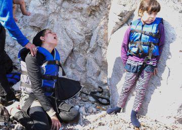 Migrantes recién arribados a la isla griega de Lesbos.
