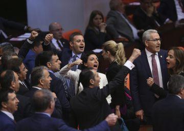 Turquía abre la vía para procesar a 138 diputados, la mayoría de la oposición